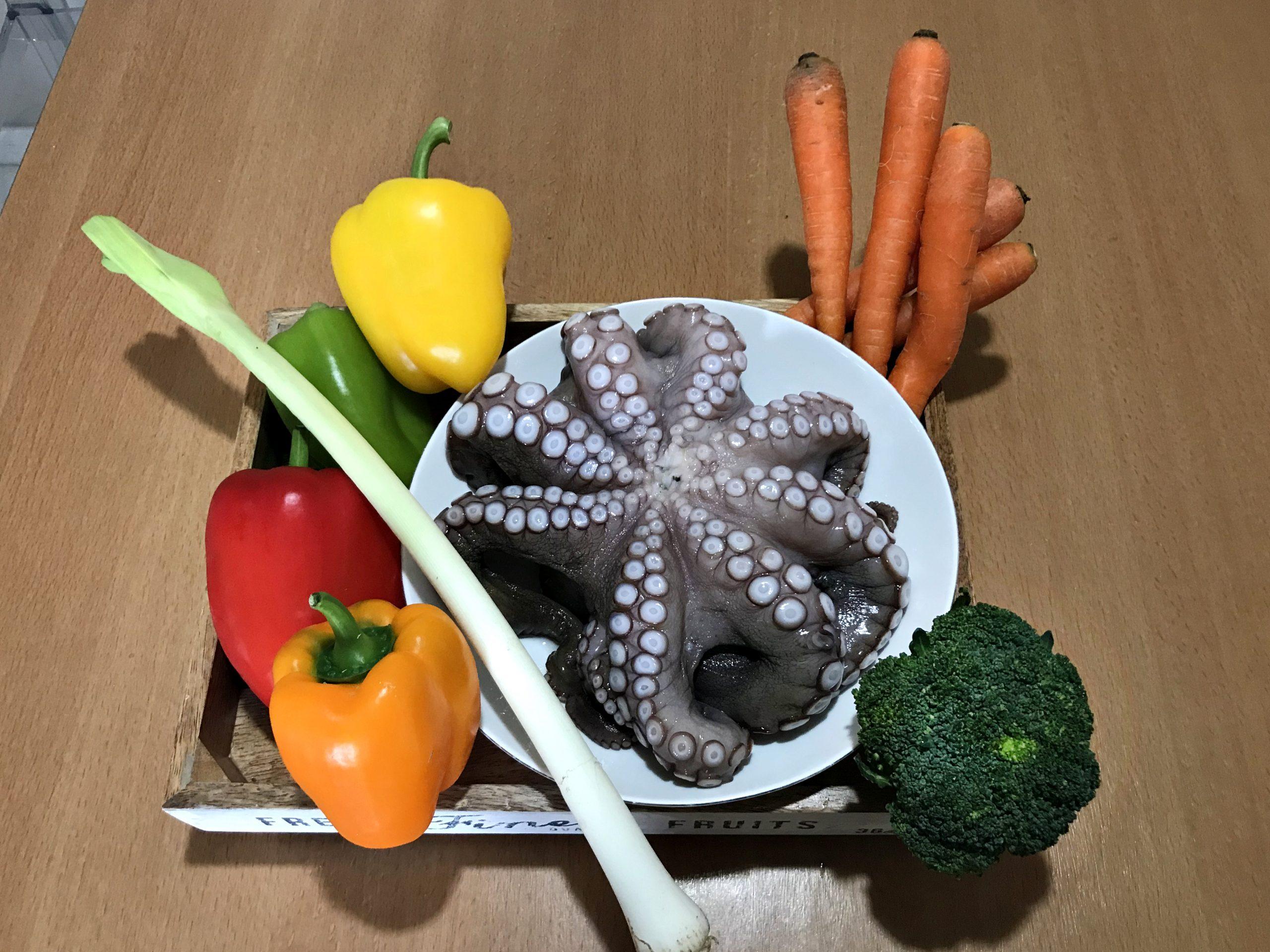 χταπόδι πιπεριές καρότα μπρόκολο