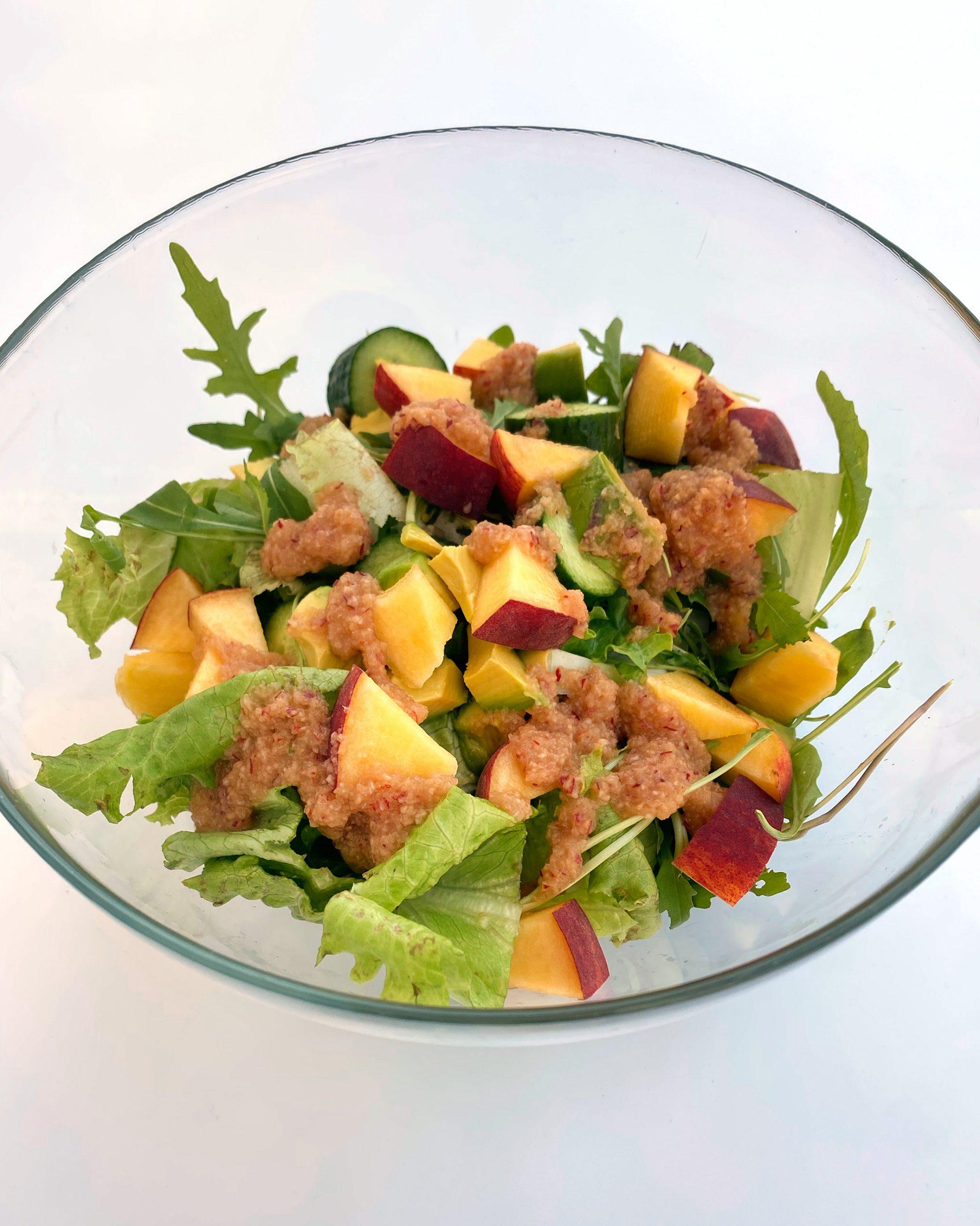 σαλάτα με ροδάκινο
