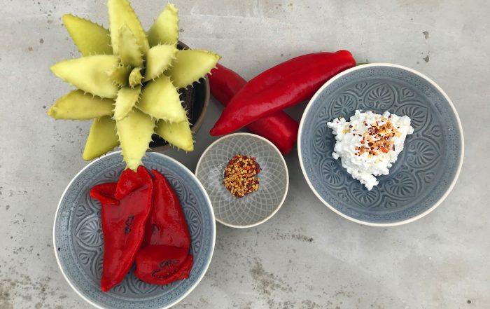 κόκκινη πιπερια cottage μπούκοβο σε μπωλ