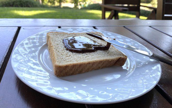 σοκολάτα σε ψωμί τοστ σε πιάτο