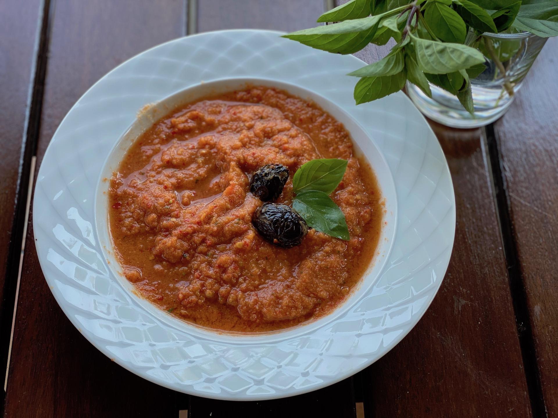 σούπα λαχανικών σε πιάτο