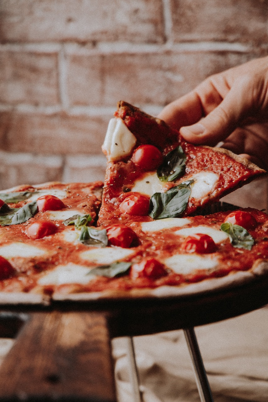 σερβίρισμα πίτσας
