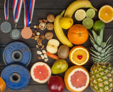 φρούτα, βαράκια και βραβεία στο πάτωμα